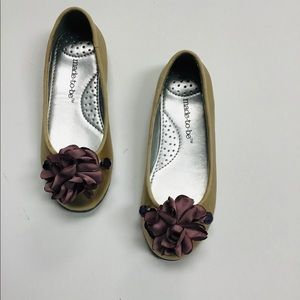 Beige beaded floral shoes